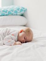 Как приучить ребенка спать в кроватке?